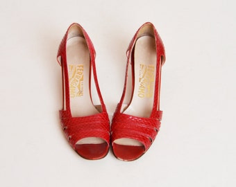 Vintage 70s Red SNAKESKIN Ferragamo Pumps / 1980s Reptile Leather Kitten Heels 8 Narrow
