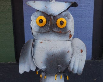 Recycled metal Owl salvage hanging bird painted sculpture junkyard art Garden Home decor