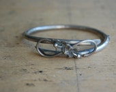 Vintage silver hinged stacking bracelet ∙ silver stacking bypass bracelet with flowers
