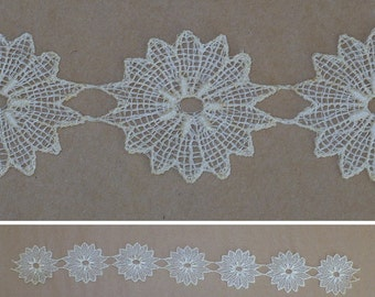 "1 3/4"" Vintage 1930's White Lace Flower Appliques, Linen, Vintage Sewing Supply"