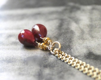 Statement Necklace / Gold Ruby Gemstone Necklace / Genuine Rubies / Teardrop Ruby Necklace / Jewelry / Accessories / Autumn Necklace