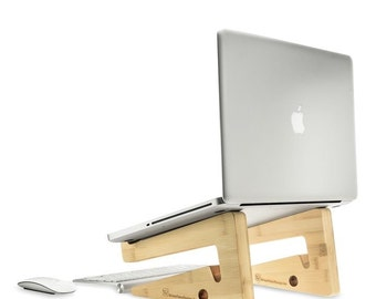 Ergonomic laptop stand for your workspace in high quality natural bamboo wood: check out this great elegant and portable design
