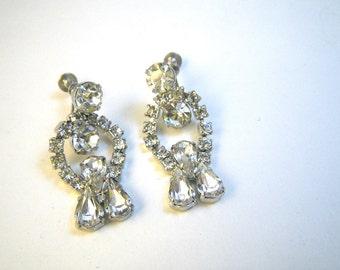1950s Kinetic White Rhinestone Dangle Earrings - Screwback