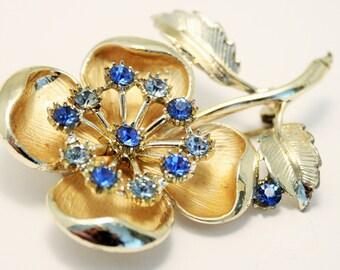 Vintage flower brooch. Blue crystal brooch