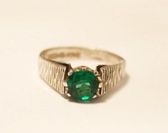 Vintage green crystal ring.  Sterling silver.  UK size i .  US size 4.25