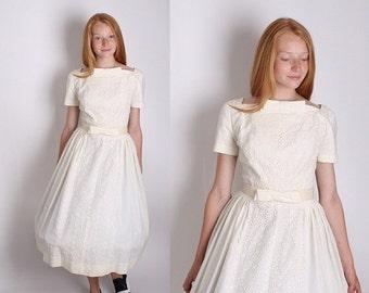 On SALE 25% Off ends 10th White 1950s Suzy Perette 1950s Cotton Wedding Dress / Designer Vintage / Wedding Dress / White Dress / Dress / Dre