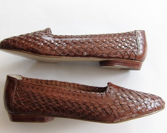 Vintage 1980s Woven Leather Flats / Unworn 80s Basketwoven Skimmers Slip on Loafers / 7