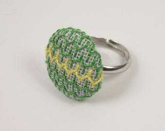 Adjustable Button Ring. Green and Yellow.