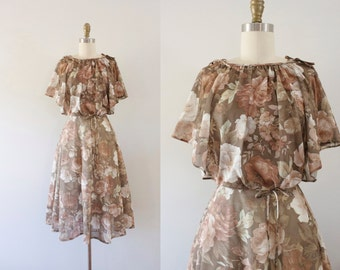 1970s Victorian Rose floral sweetheart dress / 70s autumn beauty