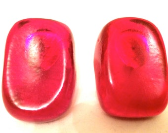 Incredible Red Resin Clip on Earrings Old Plastic Big Bold Authentic True Vintage Jewelry talkingfashion artedellamoda talkingfashionnet