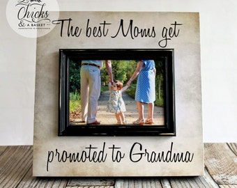 The Best Moms Get Promoted To Grandma Personalized Picture Frame, Parent Gift, New Grandparent Frame