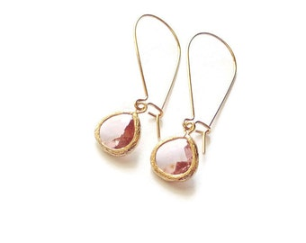 Champagne peach small tear shape glass dangles on gold kidney wire earrings. Bridal earrings Bridesmaids earrings Wedding jewelry