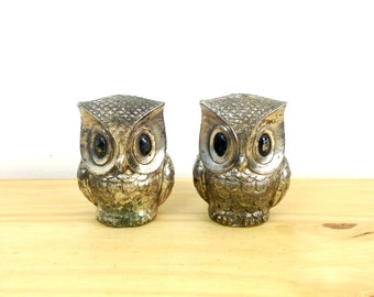Vintage Metal Owl / Salt and Pepper Shakers / Mid Century Kitchen / Silver Owl Shakers / Kitchen Collectible / Bird Shakers / Woodland Decor