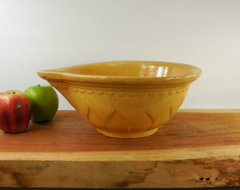 "Antique Yellow Ware Yellowware Large 11.5"" Bowl - Tulip Petal - Kitchen Mixing Batter wt Pour Spout"