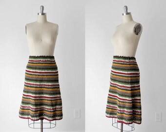 70's crochet skirt. boho 1970's colored skirt. striped. brown, red, gold, green. 70 knit skirt. m.