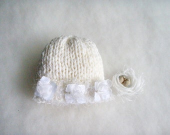 Elegant white hat for newborn Baby Girl flower hat Photo prop Baptism Chic white girl hat Princess Gift for baby Romantic Knit Baby girl hat