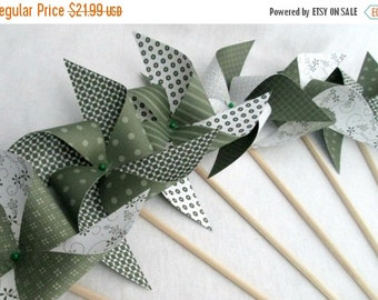 SALE 50% OFF Paper Pinwheels Saint Patrick's Day Favors St Patty's Day Pinwheels Saint Patricks Day Decoration Shamrock Favors Twirling Pinw