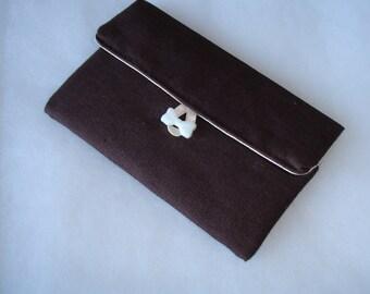 Pochette mouchoirs en lin couleur marron foncé et coton écru