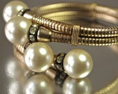 Vintage Bracelet Gold and Pearl Stretch 50's Crossover Bangle Mid century