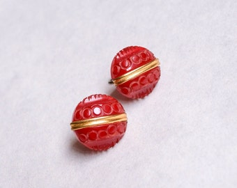 1930s Red carved prystal bakelite screw back earrings / 30s catalin jewellery