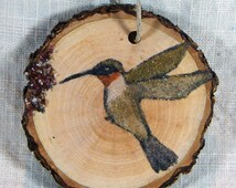 Ruby throated hummingbird gift tag original sand painting on wood slice North American wedding shower party favors Christmas tree ornament