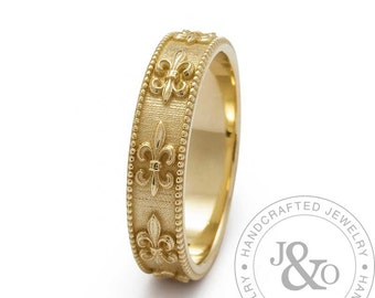 Vintage Style Fleur-de-Lis Wedding Band Ring in Yellow Gold