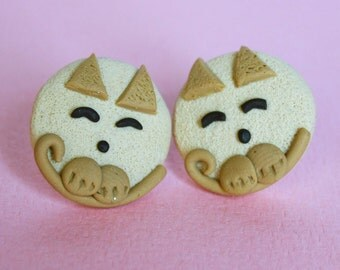 Tinky cat post earrings beige and caramel combo