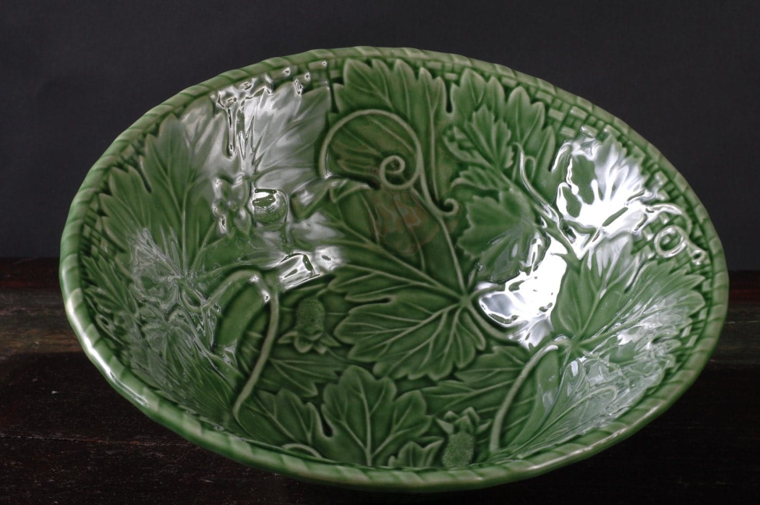 Bordallo pinheiro green vine serving bowl portugal - Bordallo pinheiro portugal ...