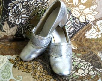 Vintage 1960s Womens Shoes Silver Lamay Metallic Vegan High Heel Pumps Footwear 6