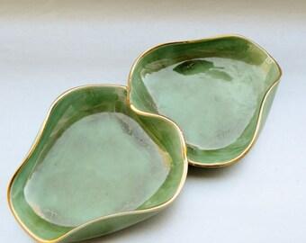 Amazing vintage glass decorative dish