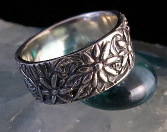Daisy Ring -Hand Carved- Sterling Silver -