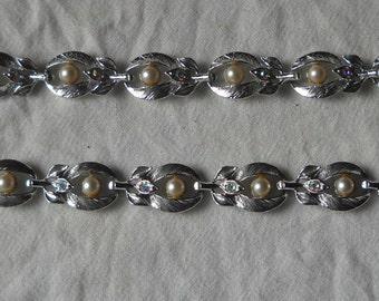 Silvertone Vintage Necklace and Bracelet