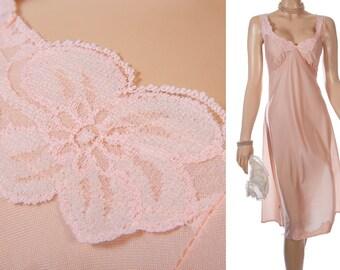 Romantic XL plus size shiny silky soft pretty peach nylon and delicate floral lace detail 1980's vintage full slip petticoat - PL1406