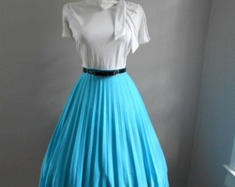 VINTAGE 1950s 1960s Turquoise Blue  Accordion Style Pleated Full Skirt