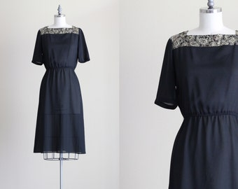 SALE - Vintage Keyhole Dress . Little Black Dress . 70s Midi Dress