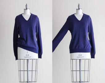 SALE - Vintage Pull Over Sweater . Navy Blue Heart Sweater . V Neck Boyfriend Sweater