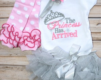 Princess Has Arrived Set, Newborn Bodysuit Set, Babyshower Gift, Embroidered