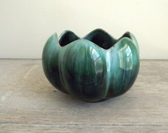 Blue Mountain Planter Lotus Pot / Vintage Retro Collectible Bowl / Canadian Souvenir / Vase Centerpiece / BMP Canada