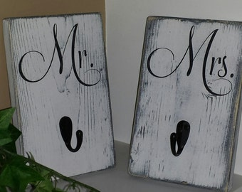 Mr and Mrs Bath Signs/Hooks (Set of 2)  Shabby Chic  Bathroom/Towel/Robe/wedding gift/ His/ Hers/ wood signs