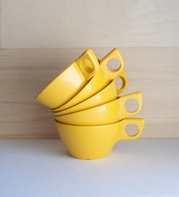 Yellow Cup Melmac Plastic Dishes Set of 5 Mustard Glamping Coffee Tea Mid Century Kitsch Kitchen