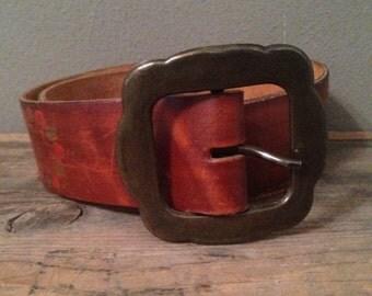 HALF OFF Vintage 1970s Brown Leather Floral Tooled Belt S/M 32