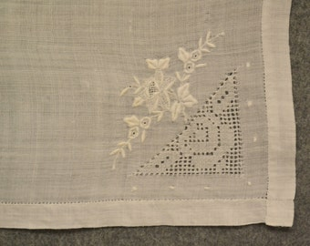 Vintage Set of 4 Linen Embroidered Napkins