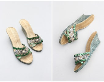 vintage 40s woven straw wedge sandals - beads pearls & silver sequins / 40s Polynesian sandals - WW2 sweetheart gift / pin up sandals