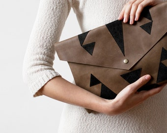 Clearance SALE Khaki Envelope Bag Geometrical Leather Suede black No. Eba-102
