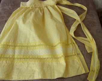 Vintage hand made yellow gingham and embroidered apron.   C5-381-1