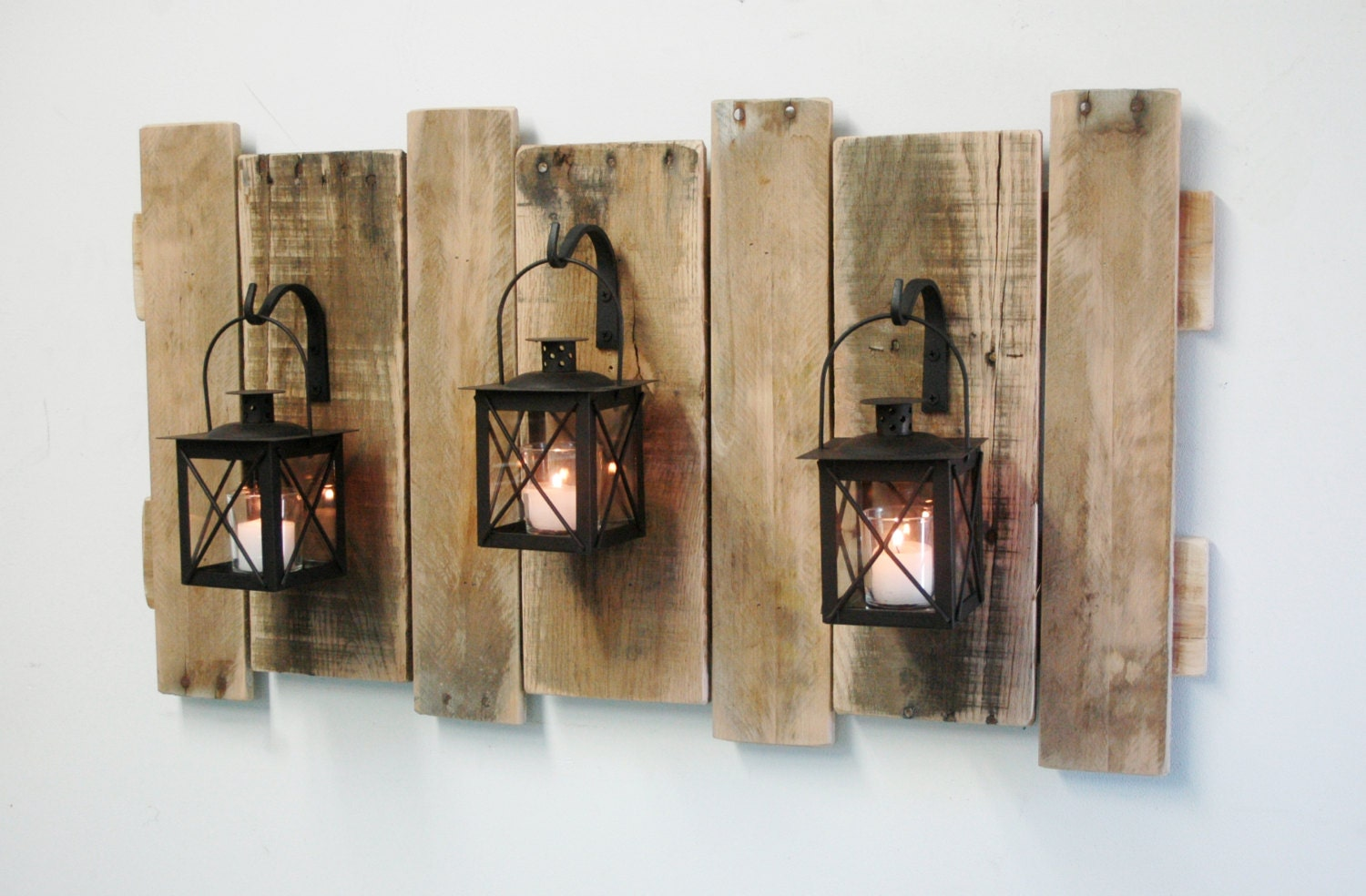 farmhouse style pallet wall decor with lanterns french. Black Bedroom Furniture Sets. Home Design Ideas