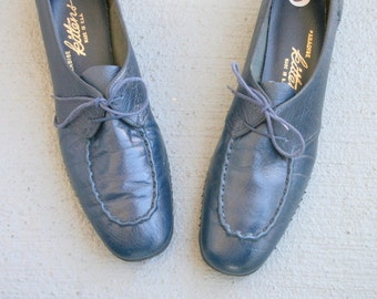 Vintage BLUE LEATHER Loafer Flats....size 10 womens....loafers. oxfords. granny shoes. flats. mod. classic. librarian. designer vintage.