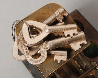 Good Price...Set of 5 Vintage metal skeleton keys with key ring
