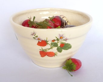 VINTAGE STRAWBERRY Crockery BOWL