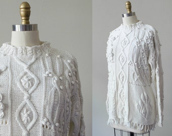 vintage chunky white sweater / heavy cotton sweater with pompoms and fringe / medium